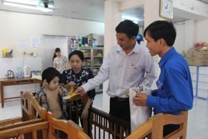 Thăm trại trẻ mồ côi 2015